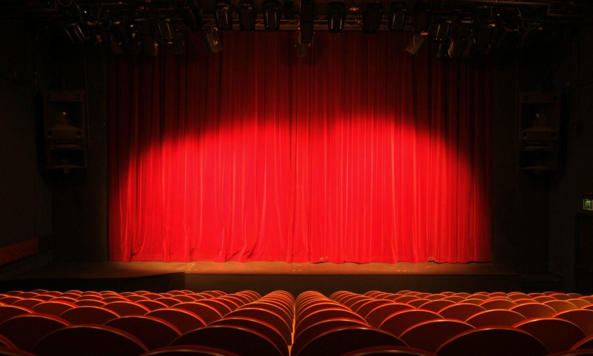 L'Atelier du Soleil :  • Cours de théâtre  • Atelier de prise de parole   • Danse Orientale